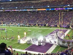 Minnesota Vikings Players run onto the field